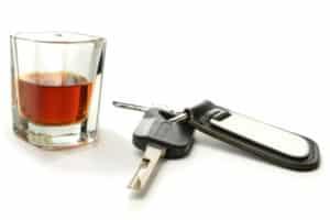 Wer sich im Verkehr strafbar macht, z.B. durch Alkohol hinterm Steuer, riskiert seine Fahrerlaubnis