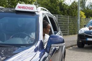 Sie werden zur praktischen Fahrprüfung zugelassen, wenn Sie die Theorieprüfung bestehen.