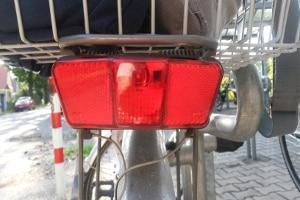 Die Fahrradbeleuchtung ist nur mit Rücklicht komplett.