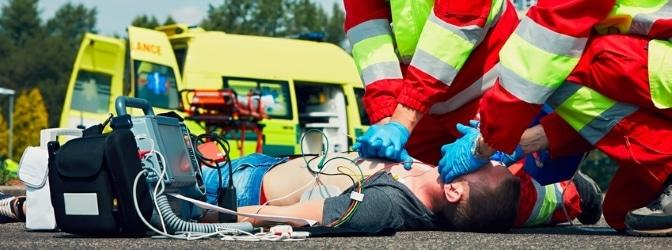 Fahrradunfall mit Auto: Da Fahrräder weder über Airbag noch Knautschzone verfügen, kommt es bei einem Unfall mit einem Kraftfahrzeug häufig zu Personenschäden.