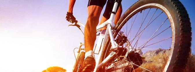 Ein Fahrradunfall ohne Helm kann nicht nur Folgen für die Gesundheit haben.