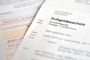 Wiederholungstäter müssen das Fahrverbot antreten, sobald der Bußgeldbescheid rechtskräftig ist.