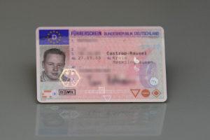 Wer ein Fahrverbot antreten muss, gibt seinen Führerschein in amtliche Verwahrung.