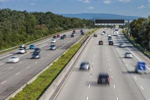Das Fahrverbot für Lkw in den Ferien soll der Bildung von Staus entgegenwirken.