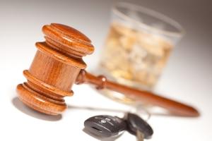 Wenn Sie ein Auto im betrunkenen Zustand fahren, was droht: Ein Fahrverbot oder sogar ein Führerscheinentzug?
