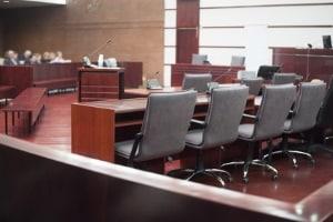 Fahrverbot erhalten: Wie lange Sie es hinauszögern können, hängt u. a. vom Gericht ab.