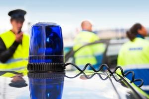 Falschfahrer: Um einen Unfall mit einem Geisterfahrer zu verhindern, muss ein Polizeinotruf abgesetzt werden.