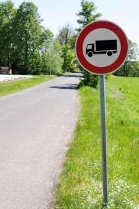 Auch für einige Fahrzeugklassen kann es verboten sein, Feldwege zu befahren.