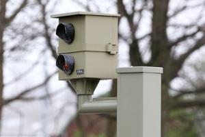 Auffällig unauffällig: Die feste Radarfalle erkennen Autofahrer an ihrem Aussehen.