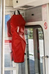 Die Feuerlöscher müssen im Bus so untergebracht werden, dass sie jederzeit leicht zu erreichen sind.