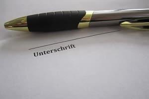 Möchten Sie postalisch in Flensburg Ihre Punkte abfragen, ist u.U. eine beglaubigte Unterschrift nötig.