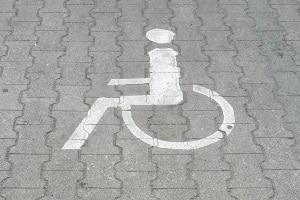 Auch wenn Frauenparkplätze selbst nicht diskriminierend sind: Ist das Parken darauf wie bei einem Behindertenparkplatz verboten?
