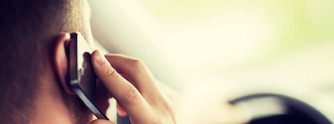 Lassen Sie eine Freisprecheinrichtung einbauen, müssen Sie das Handy zum Telefonieren nicht mehr in die Hand nehmen.