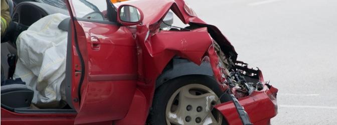 Nach einem Frontalunfall bleibt meist nicht mehr viel vom Fahrzeug übrig.