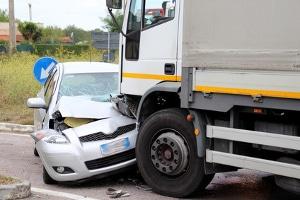 Wie sollten sich Kraftfahrer nach einem Frontalzusammenstoß verhalten?