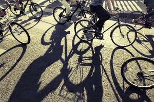 Zum Frühjahrs-Check am Fahrrad zählt auch ein Blick auf die Reifen.