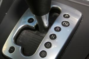 Um den Führerschein auf Automatik zu erhalten, müssen Sie die Theorieprüfung bestehen.