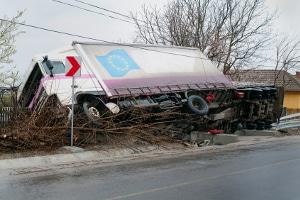 Ein Erste-Hilfe-Kurs ist beim Führerschein der Klasse CE vorgeschrieben, falls mit dem Lkw ein Unfall geschieht.