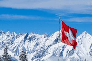 Mit Erreichen des Mindestalters darf mit dem Führerschein D1 in der Schweiz gefahren werden.
