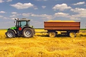 U. U. können Sie mit dem Führerschein der Klasse 1b landwirtschaftliche Maschinen fahren.