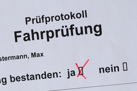 Nach erfolgreichem Bestehen Prüfung und der Aushändigung vom Führerschein folgt die Probezeit.