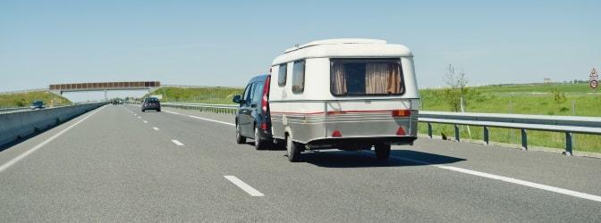 Beim Führerschein meint das Wohnsitzprinzip nicht, dass die Gültigkeit auf das Ausstellungsland beschränkt ist. Der EU-Führerschein ist EU-weit auch im Urlaub gültig.