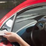 Man muss streng zwischen den Begriffen Führerscheinentzug und Fahrverbot unterscheiden.