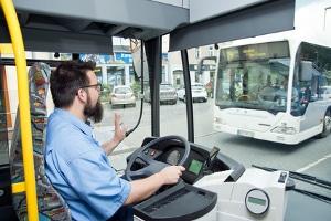 Mit den Führerscheinklassen der Kategorie D dürfen Sie einen Bus steuern.