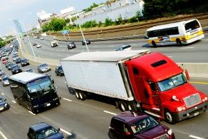 Erreicht der Besitzer eines Führerscheins der Klasse 2 das 50. Lebensjahr, muss die Fahrberechtigung für LKW ab 7,5 Tonnen erneuert werden.