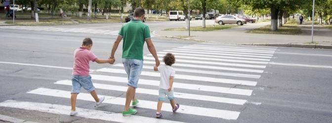 Am Fußgängerüberweg müssen Sie besondere Regeln beachten.