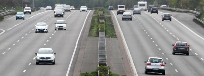 Geblitzt auf der Autobahn? Neben einem Bußgeld drohen unter Umständen Punkte in Flensburg sowie ein Fahrverbot.