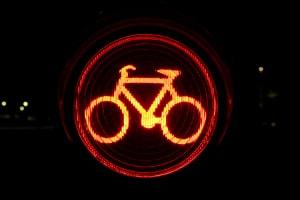 Geblitzt bei Rot: Auch Fahrradfahrer müssen aufpassen, um keinen Rotlichtverstoß zu begehen.