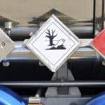 Die Gefahrgutverordnung regelt den Transport von Gefahrgut - solches muss entsprechend gekennzeichnet sein.