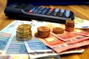 Berechnung der Geldstrafe: Die Anzahl der Tagessätze und deren Höhe bestimmt die Summe.