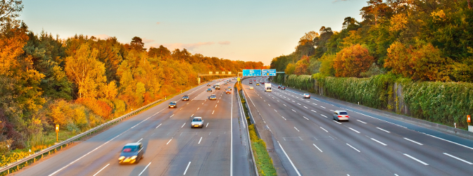 Welche Geschwindigkeit auf der Autobahn in Belgien gefahren werden darf, erfahren Sie hier.