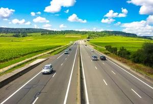 Ist die Geschwindigkeitsbegrenzung aufgehoben, gelten die besonderen Vorschriften gemäß § 3 StVO.