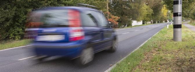 Welche Geschwindigkeitsbegrenzung müssen Sie außerorts beachten?