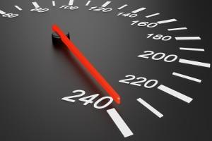 Es gibt Geschwindigkeitsbussen für die Autobahn nur bis zu einer bestimmten Geschwindigkeit beim Tempoverstoß.