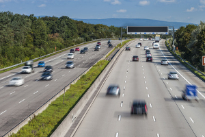 Eine Geschwindigkeitsmessung durch Nachfahren wird meist auf der Autobahn vorgenommen.