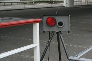 """Geschwindigkeitsüberschreitung außerorts: Bis 20 km/h erhalten Autofahrer """"nur"""" eine Geldbuße."""