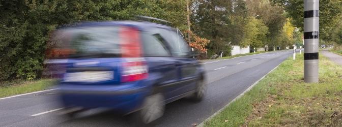 Beispiel Geschwindigkeitsüberschreitung: Auf dem Foto ist nicht erkennbar, wer der Fahrer ist? Jetzt werden Ermittlungen eingeleitet.