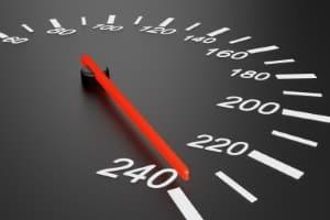 Eine Geschwindigkeitsüberschreitung kann im Ausland weitreichende Folgen haben.