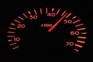 Eine wiederholte Geschwindigkeitsüberschreitung in der Probezeit kann die Fahrerlaubnis kosten