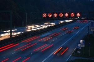 Geschwindigkeitsüberschreitung in Österreich: Auf der Autobahn liegt das Tempolimit bei 130 km/h.