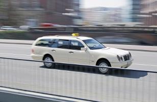 Für die gewerbliche Personenbeförderung mit Taxis ist ein P-Schein erforderlich.