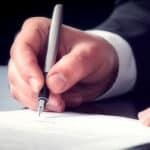 Ob rosa oder grauer Führerschein: Umschreiben lassen müssen die Dokumente auf Antrag bis spätestens 2033.