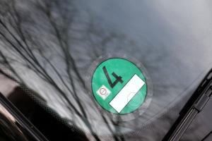 Eine grüne Plakette erhalten in Frankreich unter anderem Elektroautos.