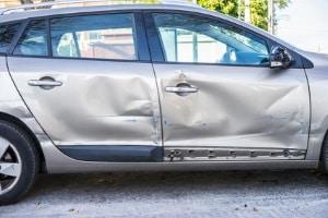 Gerade nach einem selbstverschuldeten Unfall lohnt sich ein Kfz-Gutachten