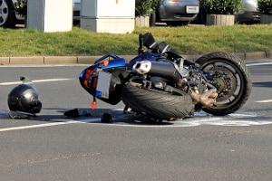 Kommt es zum Unfall und ein Unfallgegner begeht Fahrerflucht, kann dieser ein halbes Jahr Fahrverbot bekommen.