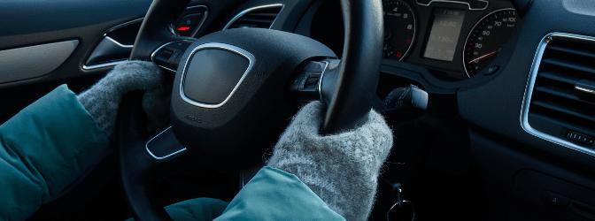 Handschuhe: Im Auto dürfen sie bei der Fahrt nicht stören.